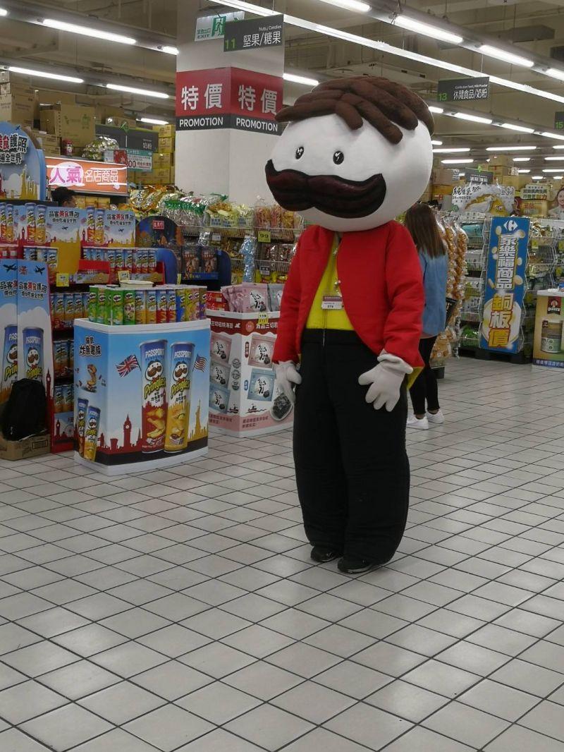 ▲老外在台灣超市驚見品克先生真面目(圖 翻攝自推特)