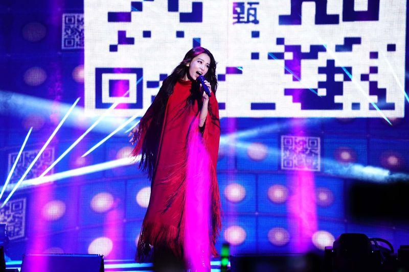 ▲田馥甄日前鬧出侵權問題,而在新北耶誕城活動上,她照樣演唱華研版權的歌曲。(圖/TVBS提供)