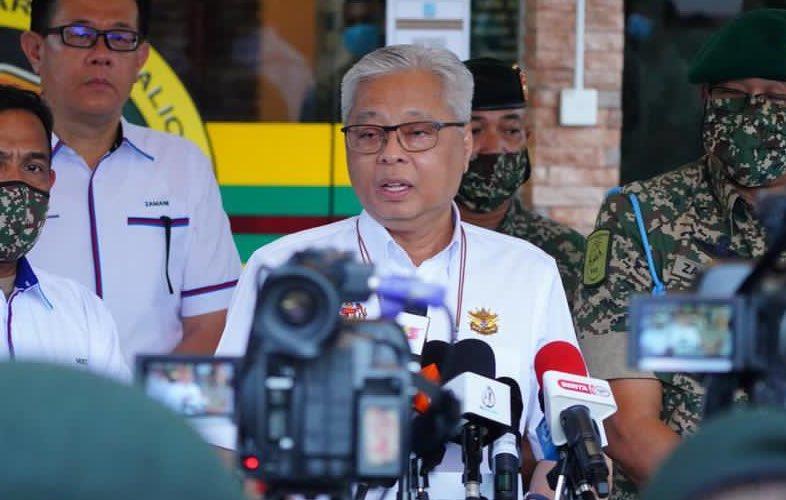 ▲馬來西亞新任首相、巫統副主席依斯邁沙比利宣誓就職,這也是時隔3年後,曾主宰馬國政壇多年的巫統重返執政。(圖/翻攝自馬來西亞國防部官方推特/Twiiter@@MINDEFMalaysia)