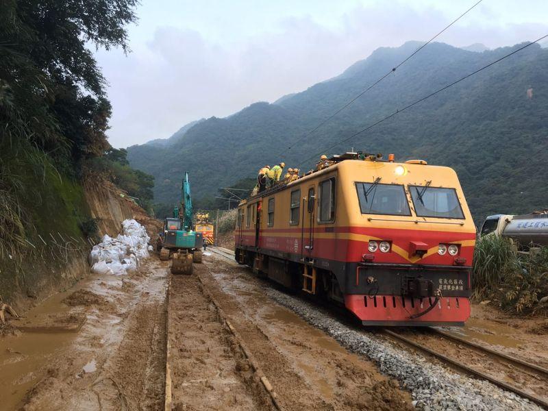 台鐵猴硐段預計今晚完成搶修 明日起恢復單線雙向通車