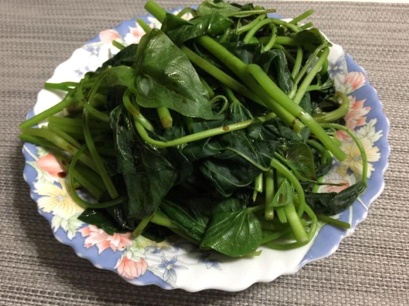 炒地瓜葉狂發黑!老饕不藏私曝「料理神物」:絕對變鮮綠