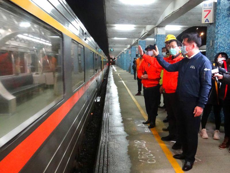 瑞芳猴硐台鐵段通車 林佳龍:西正線恢復需一個月以上