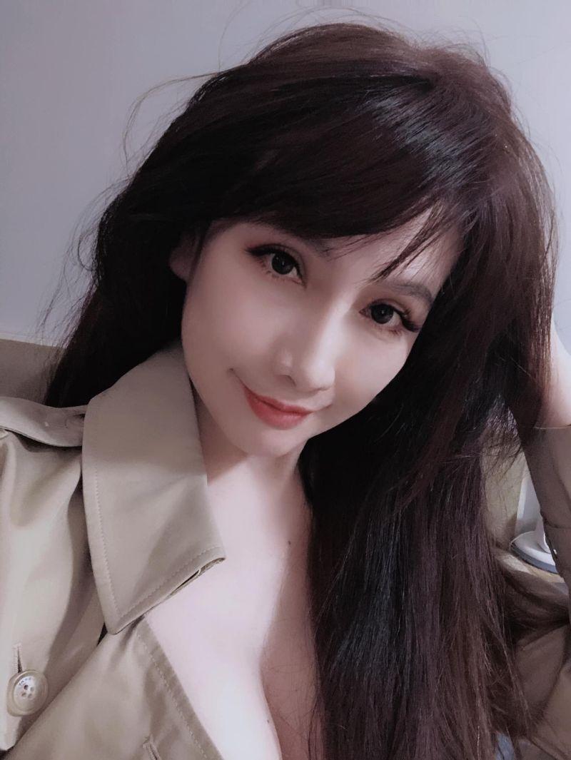 ▲陳子璇貼低胸自拍,談「男人、錢、女人」。(圖/陳子璇臉書)