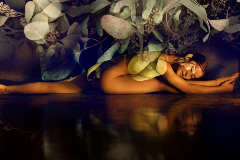 ▲Miya拍攝全裸瑜珈寫真,身材曲線唯美。(圖/有魚娛樂提供)