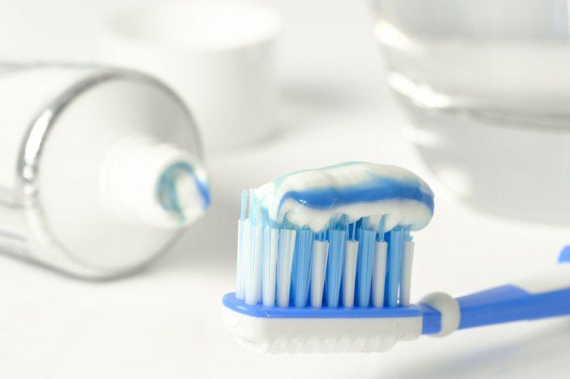 ▲「刷牙後不用漱口,只需吐掉泡沫即可?」對此,悅庭牙醫診所院長曹皓崴醫師證實,此說法「沒有錯」。(示意圖/取自pixabay)