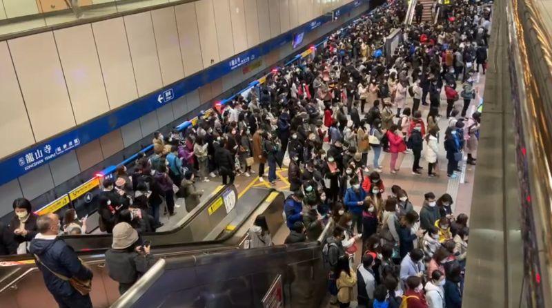 北捷板南線列車異常急煞 千名旅客被迫換車