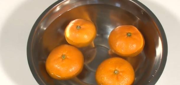 ▲日本電視節目《新!生活好吃驚》日前分享吃橘子的相關知識。(圖/翻攝電視截圖)