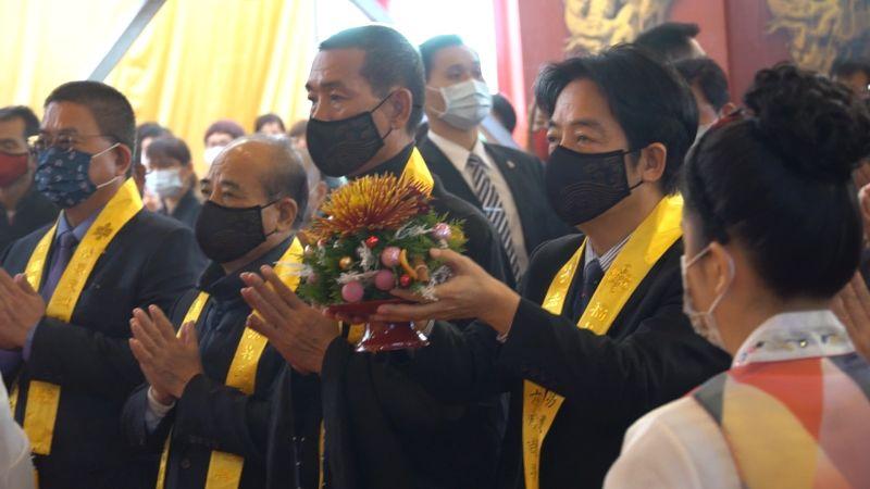 ▲總統賴清德在開香儀式中敬獻供品。(圖/記者蘇榮泉攝,2020.12.15)