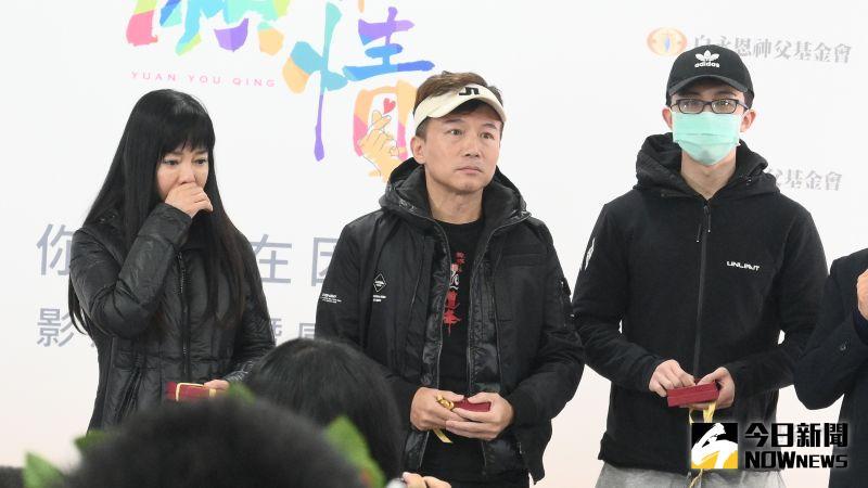 ▲狄鶯(左)一家人默默完成公益短片拍攝。(圖