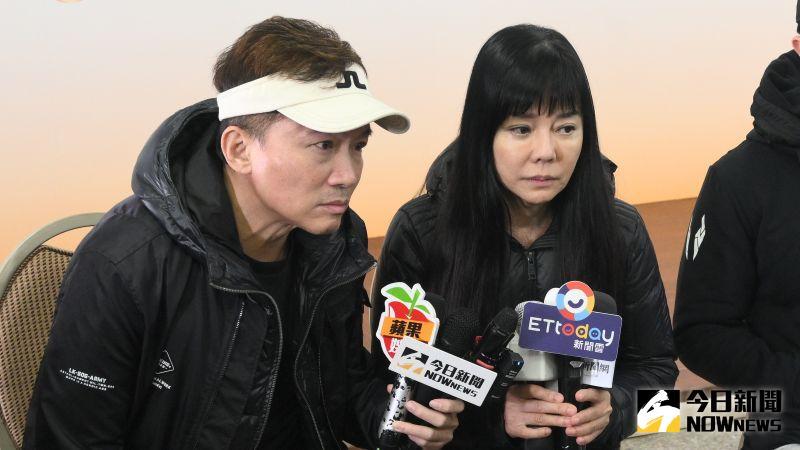 ▲孫鵬(左)談到這2年來的難熬日子,難過哽咽。(圖