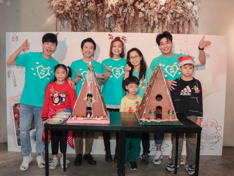 ▲李岳(左起)、折田、莎莎、郭彥均送暖小朋友。(圖/聯合勸募提供)