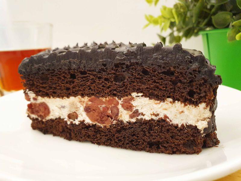 ▲吃過的網友表示,雙層巧克力蛋糕夾紅豆慕絲整個很搭,讓不少人都躍躍欲試。(圖/資料照片)