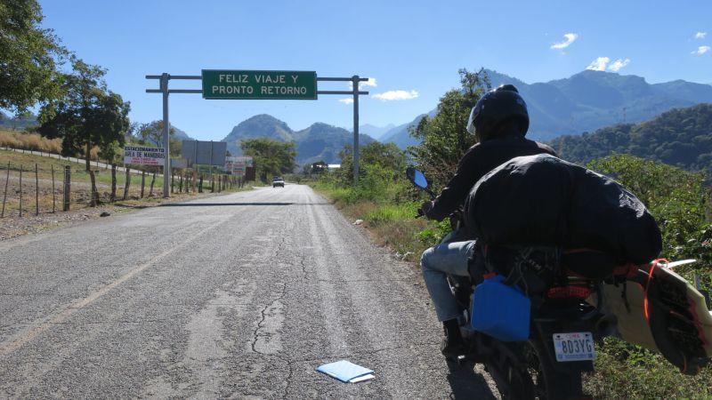 ▲2016年,兩人抵達墨西哥,買了一台二手摩托車,從墨西哥市出發(圖 Jamie提供)