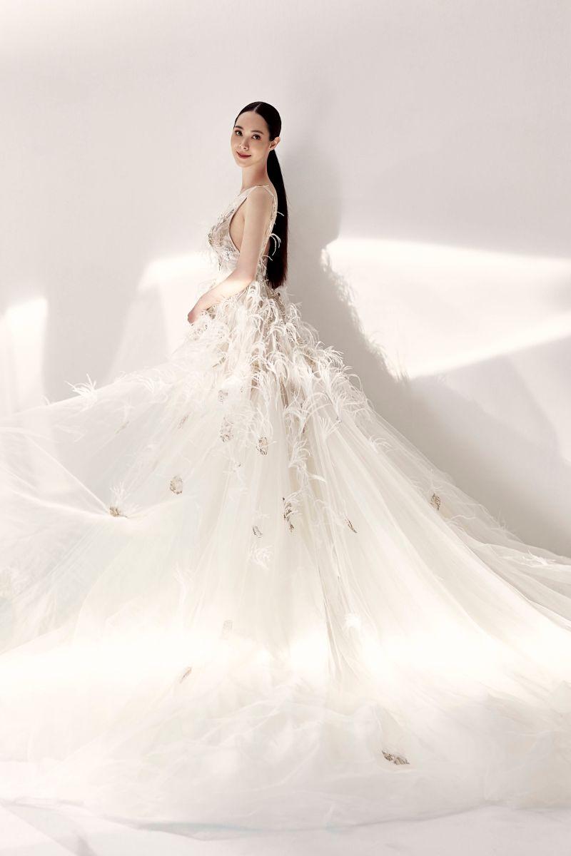 ▲香蜜拉的婚紗是超模ELSA