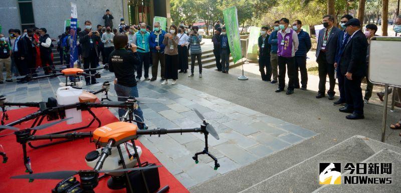 ▲成立農用無人機隊,都為彰化農業帶來強而有力的能量。(圖/記者陳雅芳攝,2020.12.