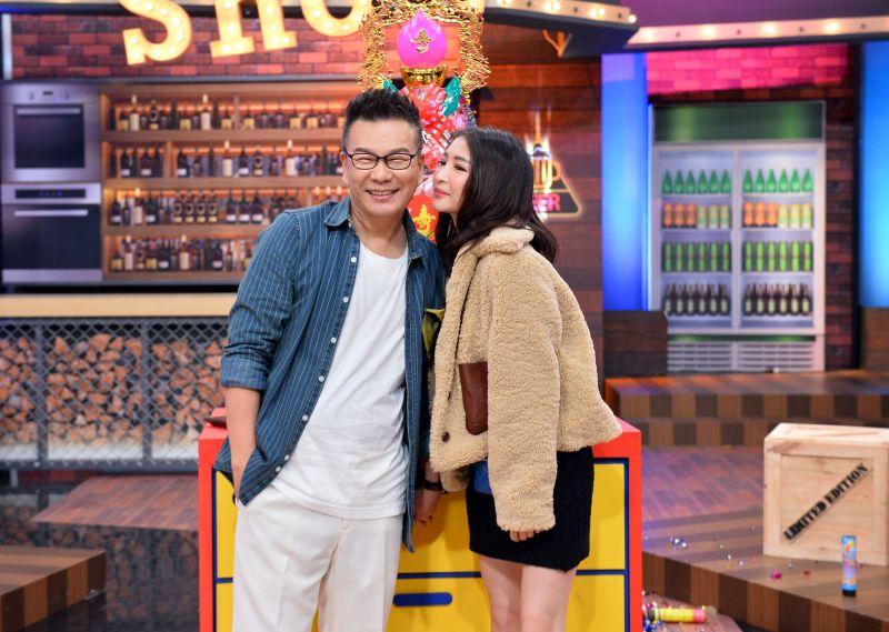 ▲沈玉琳(左)讓芽芽決定二胎生不生。(圖/TVBS提供)