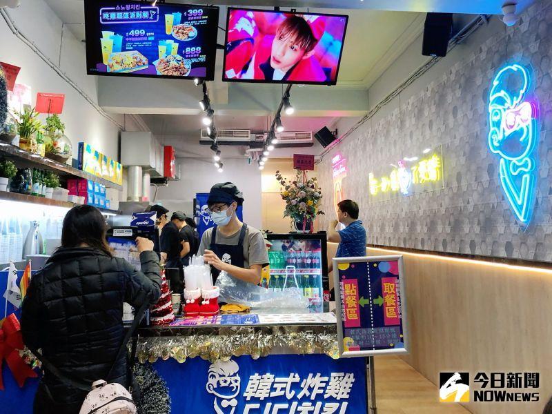 ▲「咚雞咚雞」專賣道地韓式炸雞,在高雄鳳山中山路夜市。(圖/記者陳美嘉攝,2020.12.17)