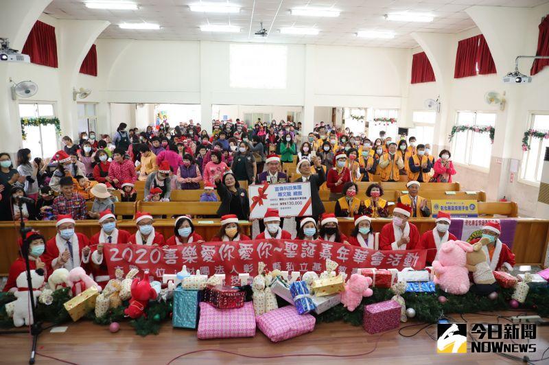 影/耶誕氛圍溫馨洋溢 <b>耶誕老人</b>送愛二林喜樂保育院