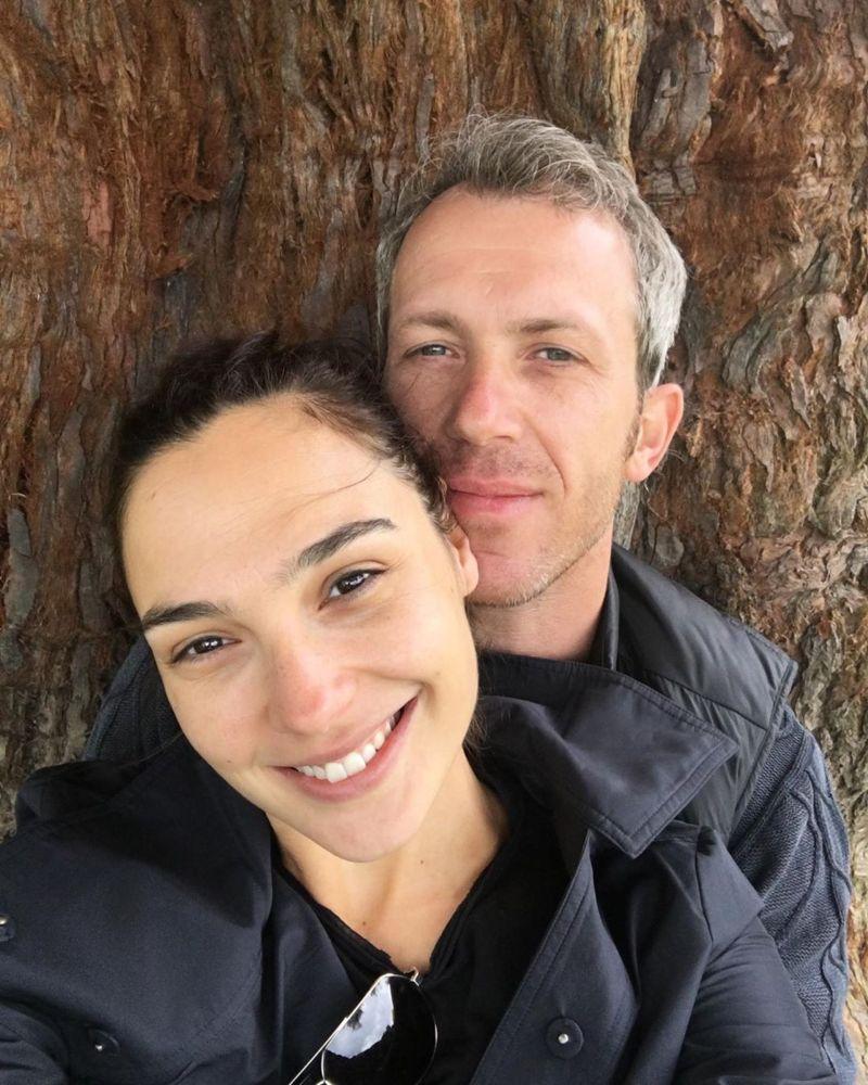 ▲蓋兒加朵(左)慶祝結婚12周年。(圖/蓋兒加朵IG)