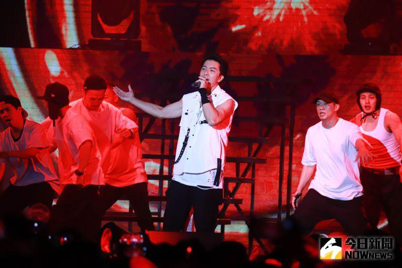 ▲坤達表演《放手》。(圖/記者葉政勳攝 , 2020.12.19)