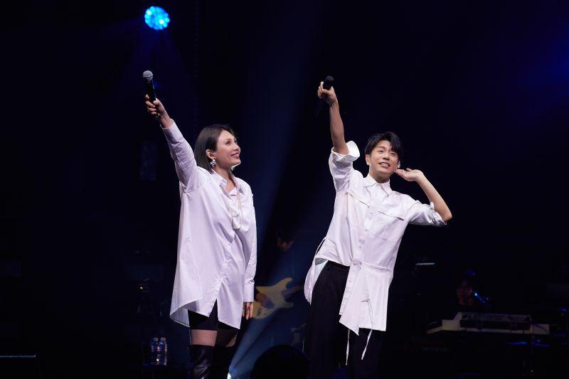 ▲韋禮安(右)演唱會上合體魏如萱。(圖/ IMC Live Global提供)