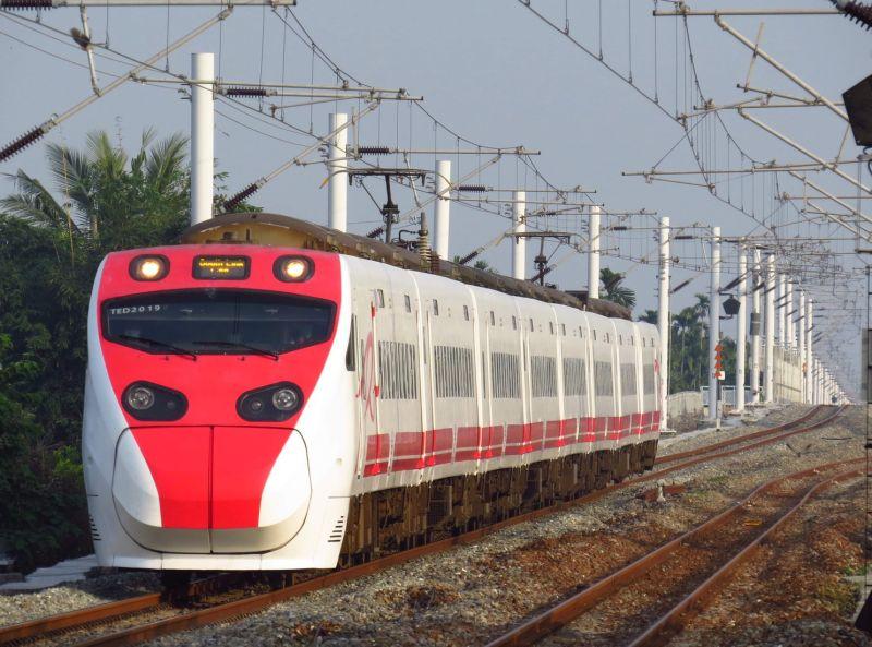 ▲網友不解為何高鐵都通車數十年,台鐵搭車人潮依舊非常多。(示意圖/台鐵提供)