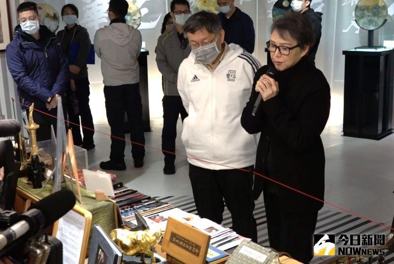 ▲▼黃小琥(上圖右)是這次展覽的引言人,而台北市長柯文哲(下圖前排右二)也來致詞。(圖/記者陳明安攝)