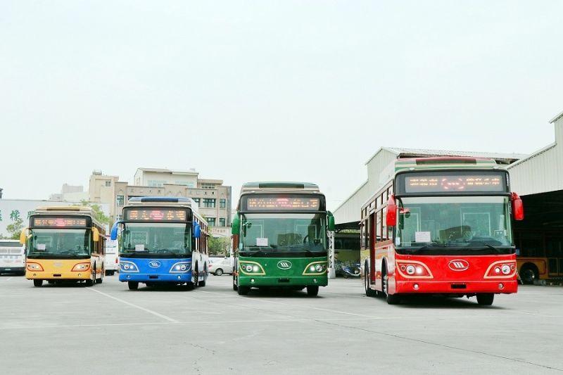 ▲黃敏惠市長讓中大型電動低底盤公車成為城市美學的一部份。(圖/嘉義市政府提供)
