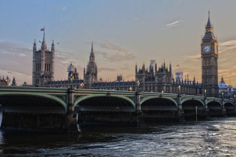 ▲原PO準備到英國唸研究所,但英國疫情絲毫沒有減緩的趨勢,不禁苦惱該不該前往。(示意圖/翻攝自Pixabay)
