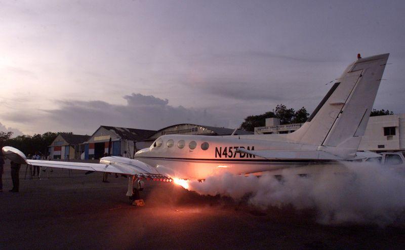 ▲印度政府於2004年派出飛機製造人造雨,以解決東南部安得拉邦的乾旱。(圖/美聯社/達志影像)