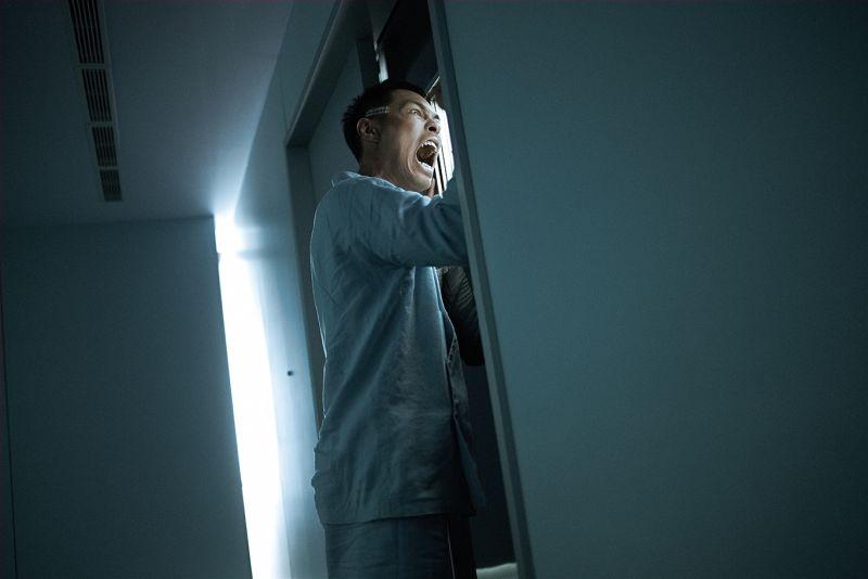 楊祐寧超嚇人!借屍還魂變怪物 狂打自己的頭