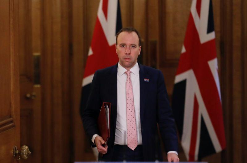 ▲英國衛生大臣漢考克表示,境內發現2例新冠確診案例,感染的是近期南非發現的變種「501Y.V2」。(圖/美聯社/達志影像)