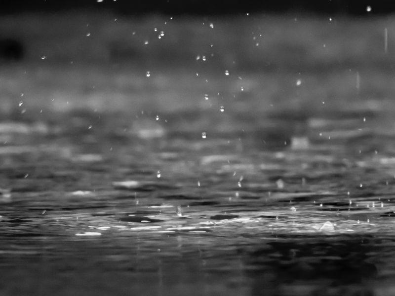 ▲近日天氣多為雨天,讓不少人感到又濕又冷,相當不舒服。(示意圖/取自unsplash)