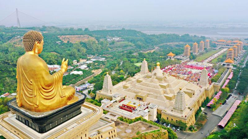 ▲全台從北到南的688家宮廟齊聚至佛館共同禮拜神佛。(圖/佛光山提供)
