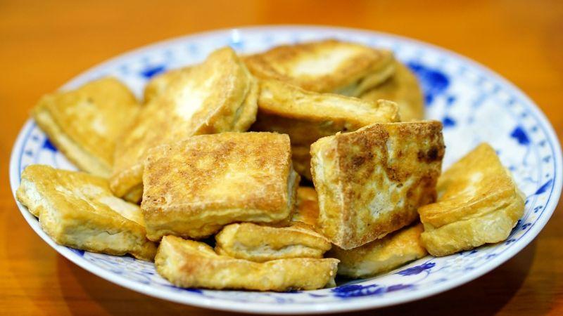 ▲豆腐怎麼煎才不破?搜狐號《大慶談美食》就分享了3招。(示意圖/取自