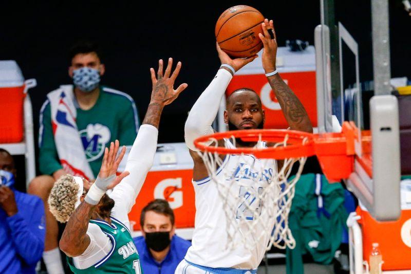 NBA/35:0!湖人肆虐禁區 聖誕大戰輕鬆擊垮獨行俠