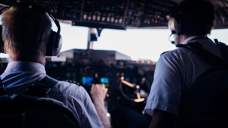 ▲有網友好奇「機師到底多難考?才能有這麼高的待遇」,問題一出也引發熱議。(圖/翻攝Pexels)