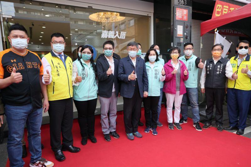 身兼台灣民眾黨主席的台北市長柯文哲,27日南下到嘉義參與黨服務處成立茶會。而針對萊豬即將進口一事,柯文哲強調地方自治法規中央都不處理,狀況實在太混亂了。