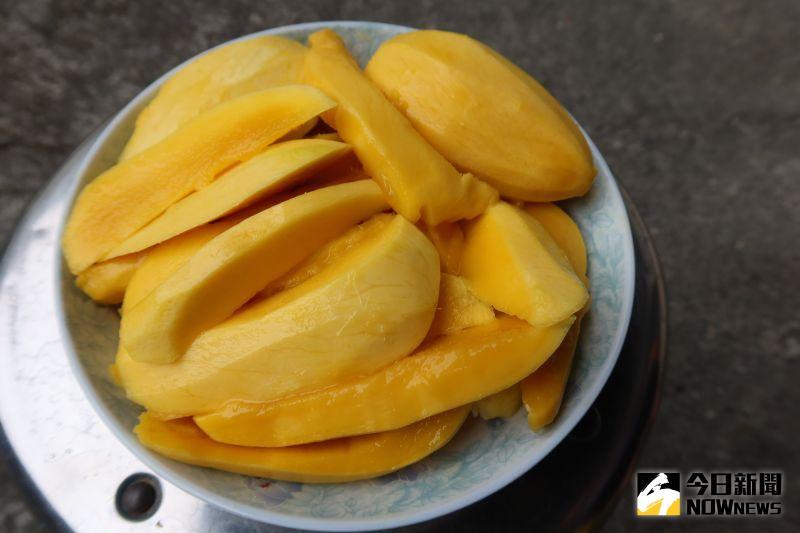 ▲「冬天芒果」讓饕客在冬天也能吃到新鮮現採的芒果。(圖/記者陳雅芳攝)