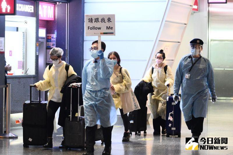 NOW早報/114旅客從「英國返台」!1人發高燒、4人有症狀