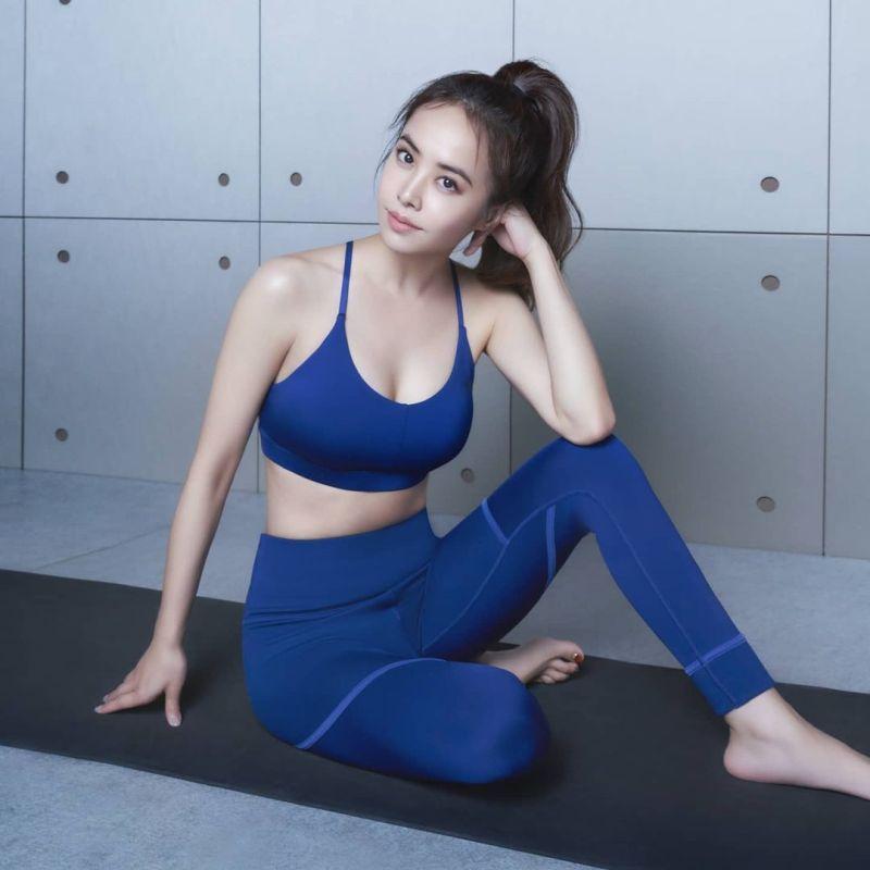 ▲蔡依林示範瑜珈招式,好身材一覽無遺。(圖/蔡依林IG)