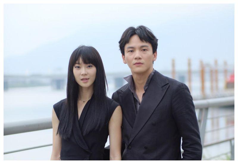 ▲鍾瑶(左)和曹晏豪因拍攝《狂歡時刻》相戀。(圖/光譜映像提供)