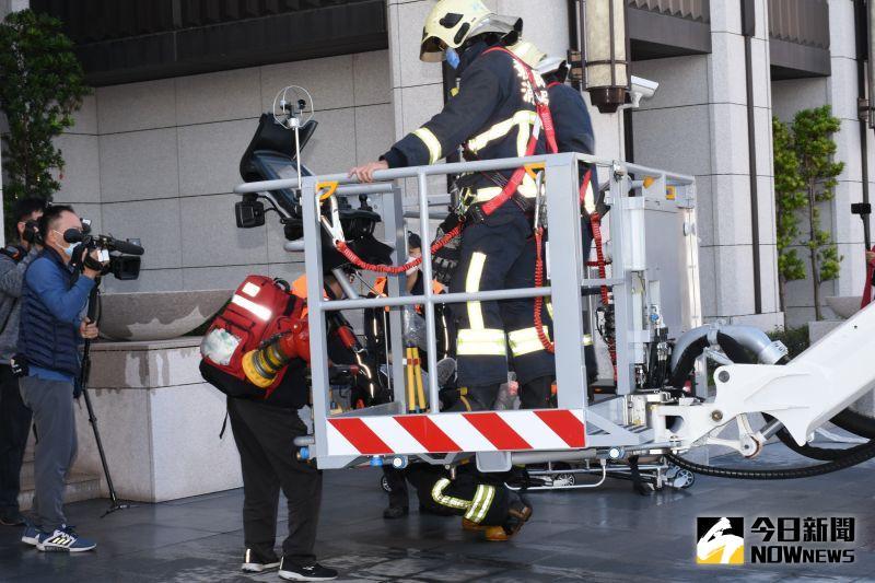 ▲王惠美說,這次演習是彰化縣近年最高樓層的防救災演練,也是一場科技救災,首次投入「無人機」高空監控。(圖/記者陳雅芳攝,2020.12.