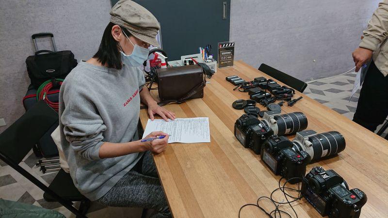 ▲柯奐如當製作人租借拍攝器材。(圖/柯奐如提供)
