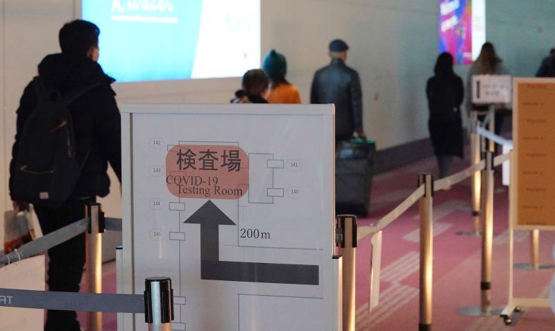 ▲日本厚生勞動省表示,6月和7月在日本機場進行COVID-19檢疫時,查到2個感染新變種病毒株Mu病例,兩位感染者分別來自阿拉伯聯合大公國(UAE)及英國。資料照。(圖/美聯社/達志影像)