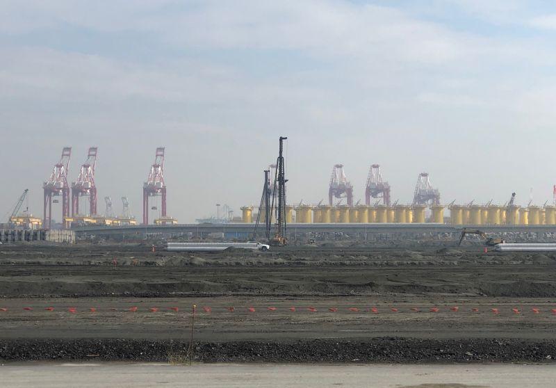 ▲高雄港第7貨櫃中心新建工程施工中。(圖/記者黃守作攝,2020.12.29)