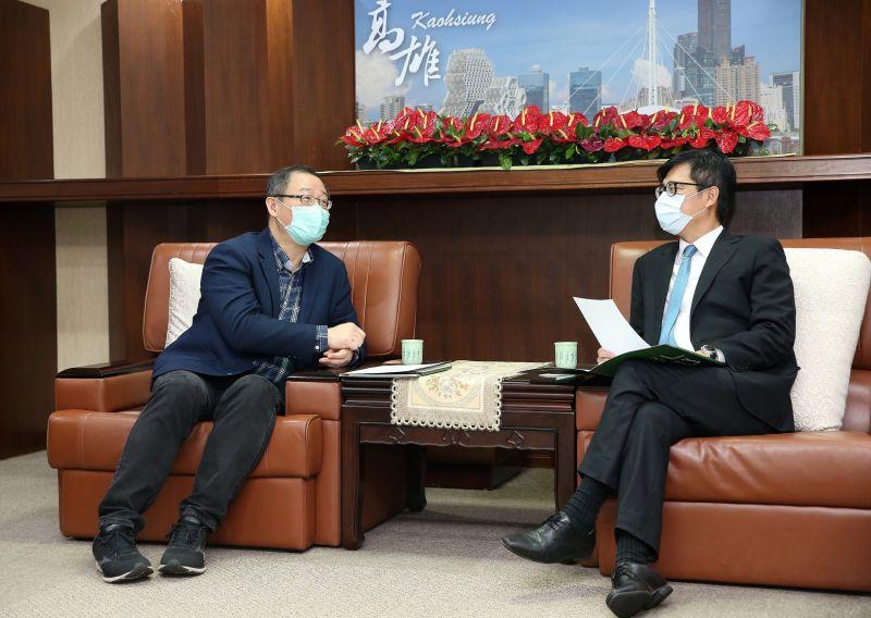 ▲中職會長吳志揚跟高雄市長陳其邁相見歡。(圖/中職提供)