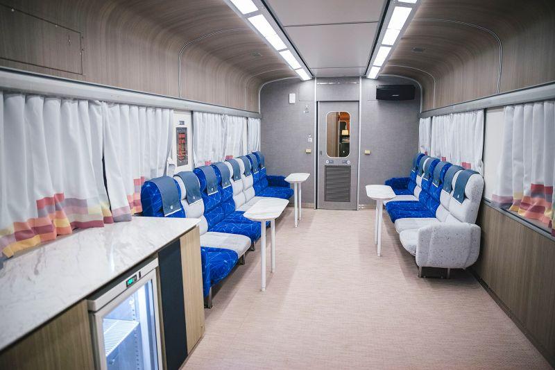 ▲列車提供吧檯車廂供旅客休憩。(圖/雄獅旅遊)