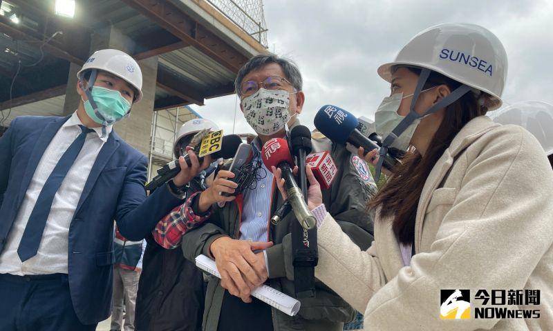 台北市長柯文哲30日上午接受訪問時,表示因為疫情以及寒流來臨的緣故,在家看電視不要出門也是一個建議選項。