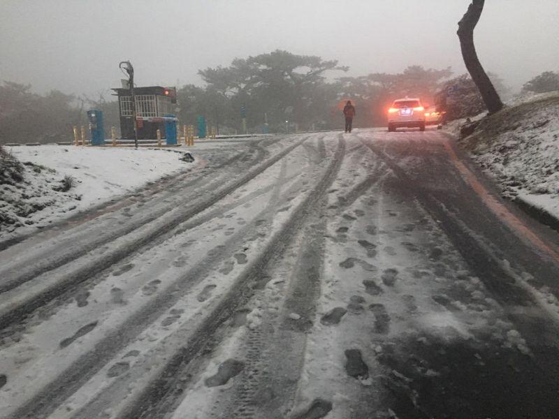 上山賞雪注意!4路段路面易結冰打滑 公路總局進行管制